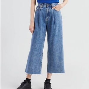 Levis rib cage pleated crop